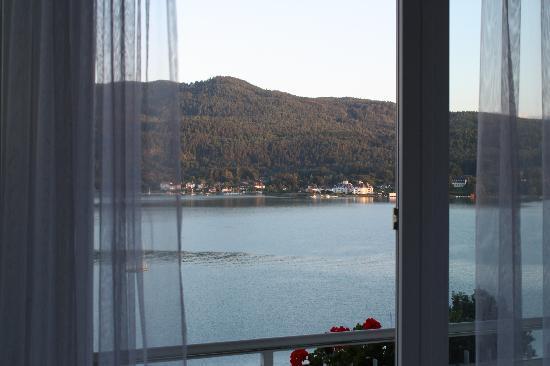 Ferienhotel Wörthersee: Ausblick vom Zimmer auf den Wörthersee