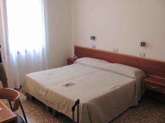 Centro Culturale Don Orione Artigianelli: Double room
