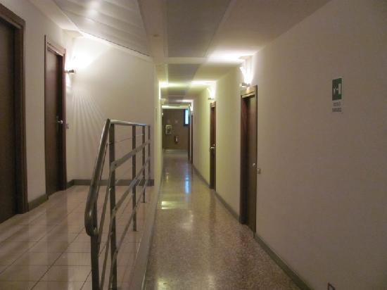 Centro Culturale Don Orione Artigianelli: Corridor