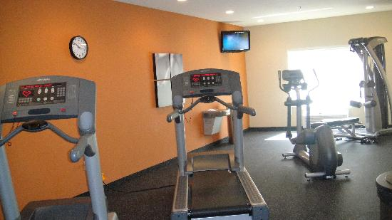 Country Inn & Suites By Carlson, St. Peters: exercise room