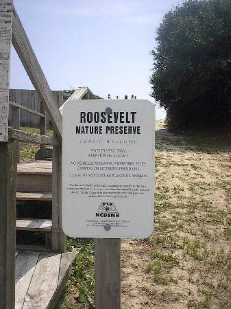 ‪أوك جروف موتل: Roosevelt Nature Preserve at Oak Grove Walkway to Beach‬