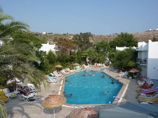 Club Hotel Flora: La piscine de l'hotel