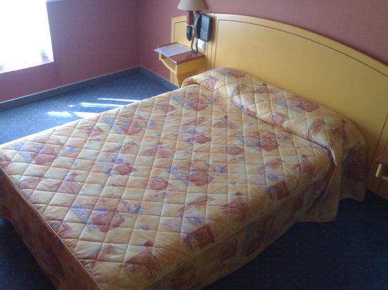 Hotel des Carmes: il letto da 1 piazza e mezza anzichè da due