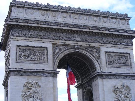 Kyriad Paris Nord Porte de Saint Ouen: Arc De Triomphe