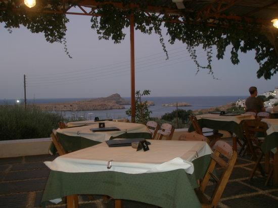 Dimitris Garden Restaurant and Bar: daytime view