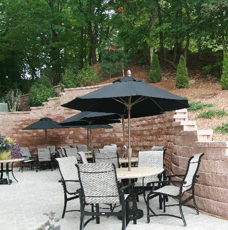 Hampton Inn & Suites Exeter: Outdoor Patio Area