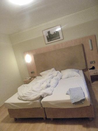 Alleenhof Hotel: letto ... l'unica cosa decente