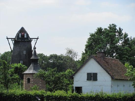 Bokrijk : mill, chapel and laborers house lin Haspengouwe