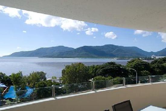 ووتر إيدج أبارتمينتس كيرنز: View from balcony