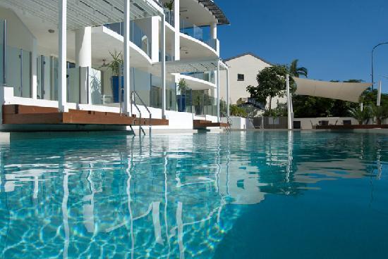 Waters Edge Apartments: Pool