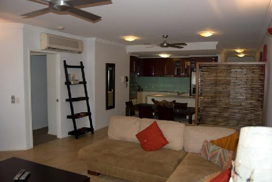 Waters Edge Apartments: Loung Kitchen area
