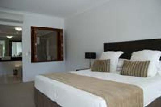 Waters Edge Apartments: Master bedroom