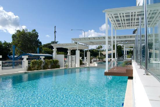 Waters Edge Apartments: Swim-up decks