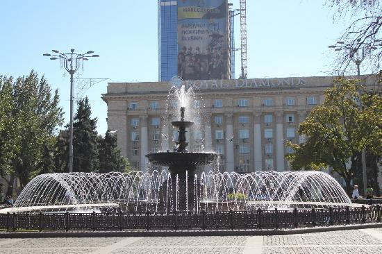 Donetsk, Ukraine: Fountain on the central square