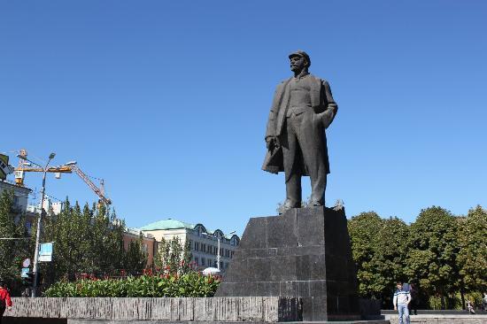 Donetsk, Ukraine: Lenin's monument
