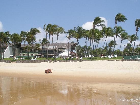 eSuites Vila do Mar: foto tomada desde el agua, donde se ve la playa y el hotel