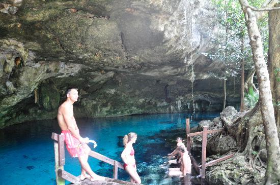 Cancun With Me Day Tours: 2nd stop Dos Ojos/snorkel in cave