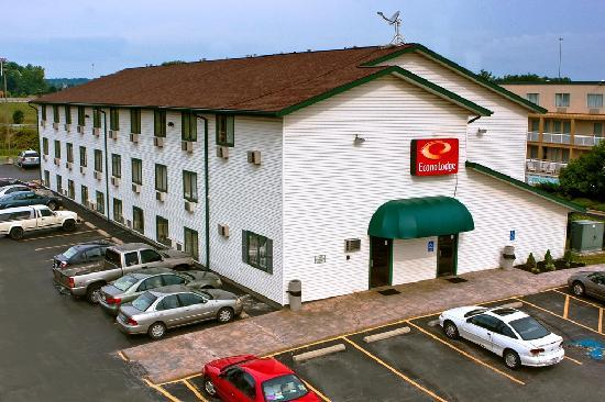 Econo Lodge - Akron: THE HOTEL