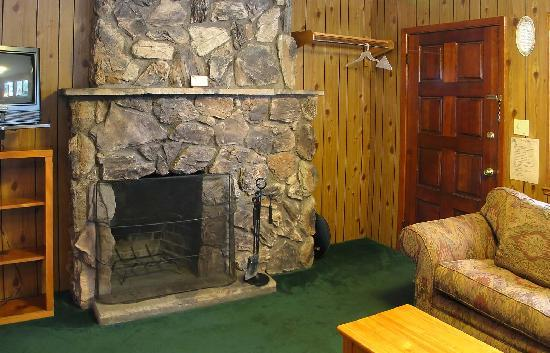 Pine Cone Resort: Stone or old-brick wood-burning fireplace
