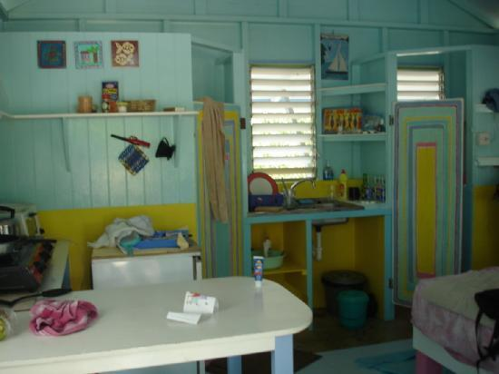 Bayaleau Point Cottages: Yellow cottage interior
