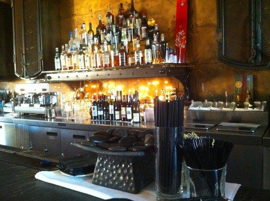 Mr. Rain's Fun House : Great Bar area ....