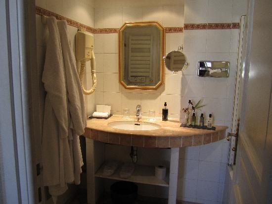 Les Rives De Notre Dame : Bathroom