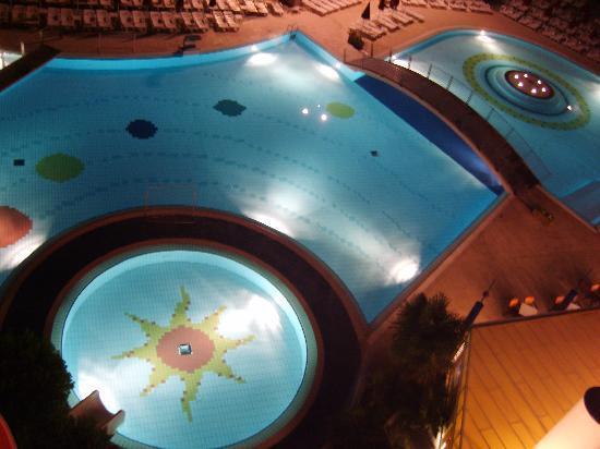Villaggio Planetarium Resort: pool at night