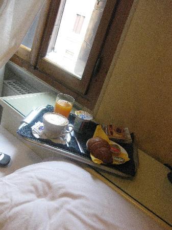 Casa della Corte: breakfast..simple but great quality!