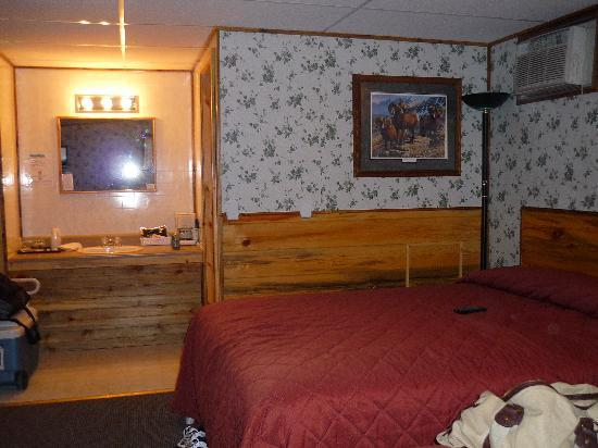 Crooked Creek Resort and RV Park: our room