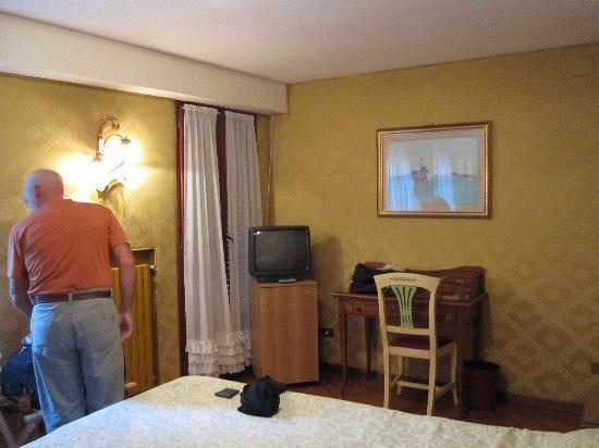 Hotel La Fenice Et Des Artistes: Room