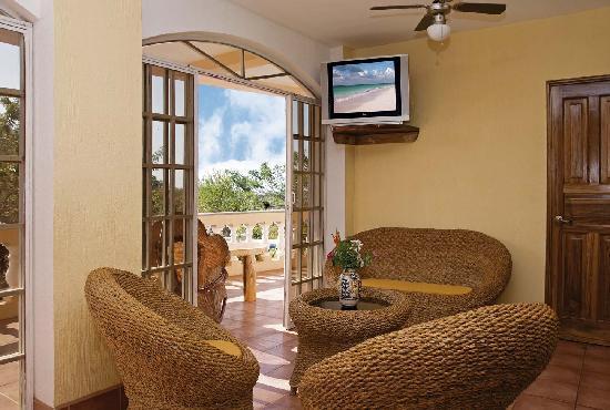 Apartamentos La Loma del Atardecer: living room 1bdr apartment