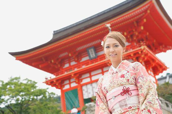 Rental Kimono Okamoto Honten: 両店舗共、清水寺徒歩3分以内