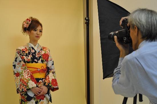 Rental Kimono Okamoto Honten: 清水坂店には写真館も併設