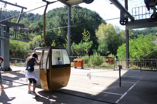 Jinshanling Great Wall: The cable car ride up. You have to move fast!