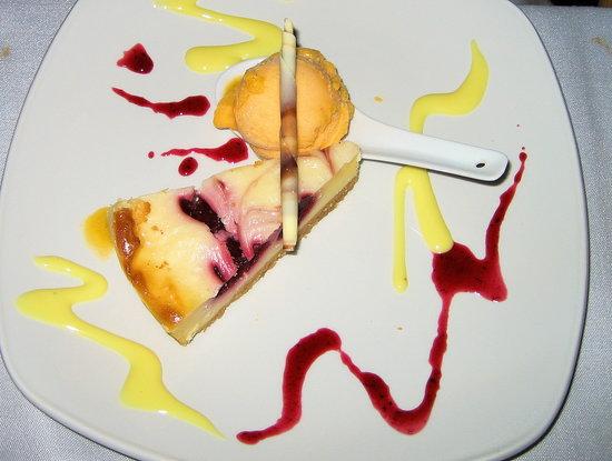 Restaurante HPC Portocolom: Himmlischer Käsekuchen mit Mango-Sorbet