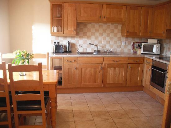Cumberwell Country Cottages: Tailpit kitchen - September 2010, 5th visit.