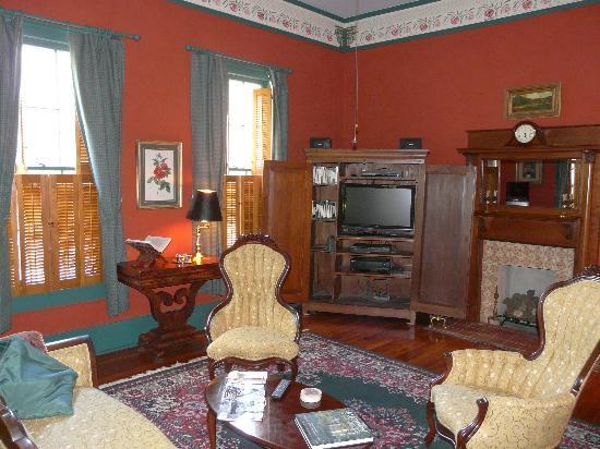 Brady Inn: The Lounge