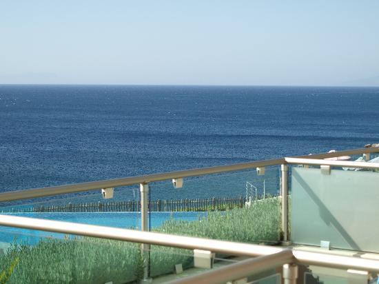 Michelangelo Resort and Spa: Pool gegen Meer