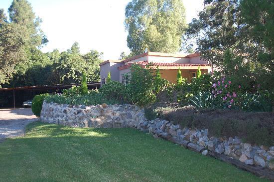 African Gardens Apartments: Garden