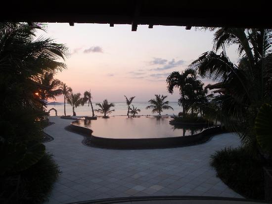 LUX* Le Morne: La vue d'entrée de l'hôtel