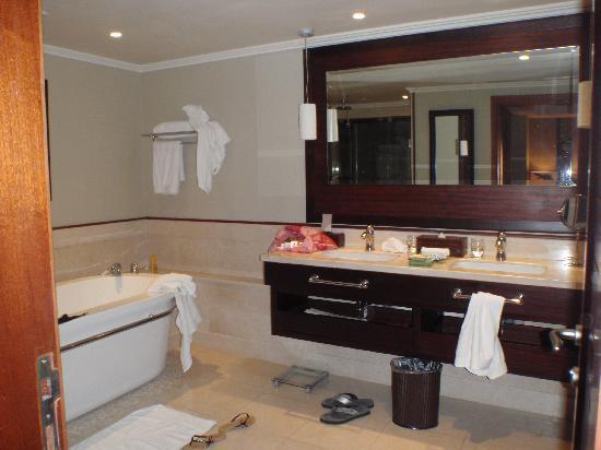 LUX* Le Morne: La Salle de bain
