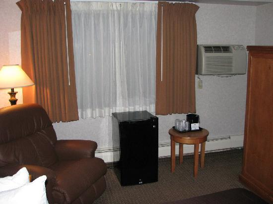 BEST WESTERN PLUS Kelly Inn: Non working Fridge, Nice Recliner