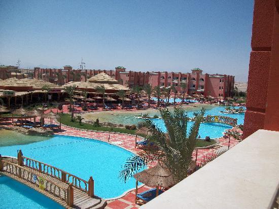 Aqua Vista Resort & Spa: la piscine vue de notre chambre