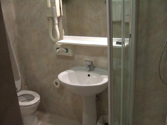 Hotel San Luca: 水回りも快適