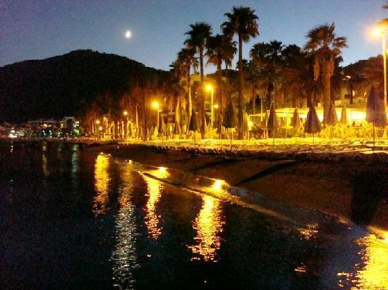 Ideal Prime Beach: Beach by night