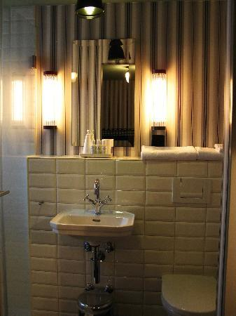 Boutique Hotel Helvetia: bathroom