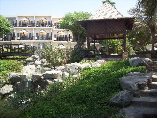 JA Jebel Ali Beach Hotel : jardins