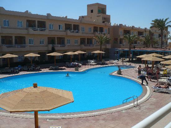 Movie Gate Golden Beach Hotel : autre piscine, vue de la chambre