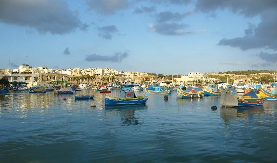 Duncan Guest House: Marsaxlokk harbour and traditional Luzzi