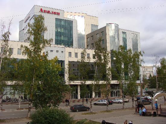 Avalon: The hotel